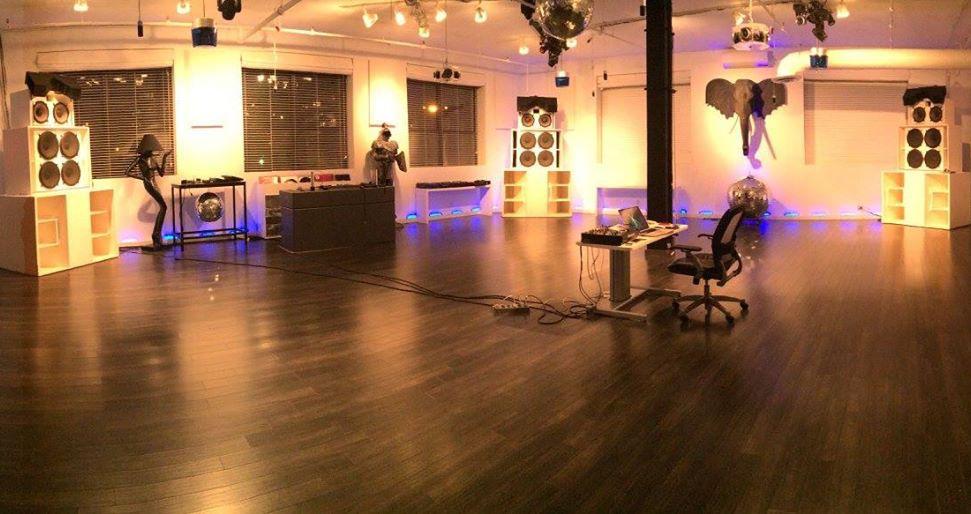 [FOTO] Cam cât de șmecher e studioul lui Danny Tenaglia!