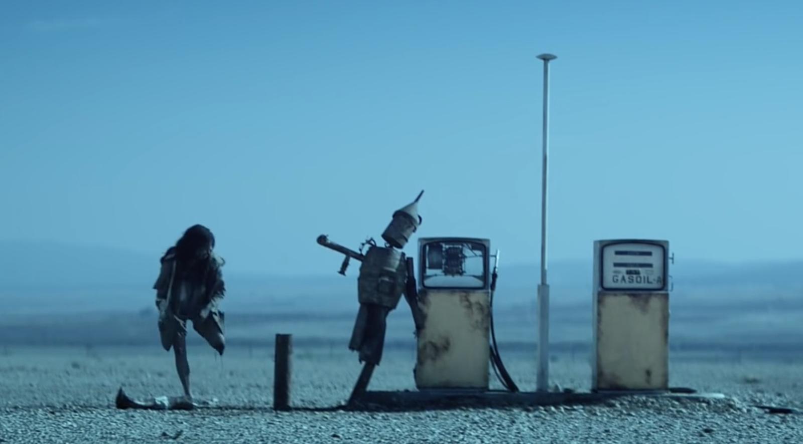 VIDEO | Ne plac roboții canibali din cel mai nou videoclip The Chemical Brothers