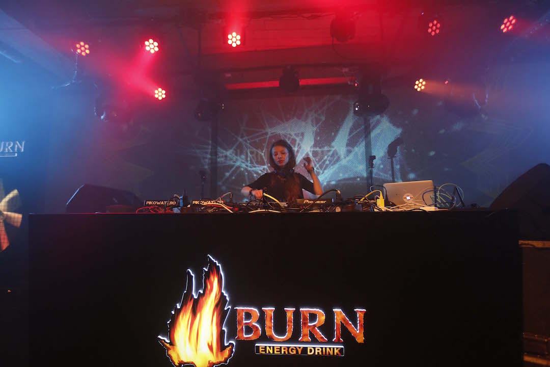 #BURNResidency: Mara Konci ne trimite în teritoriile super deep ale muzicii cu un mix excelent!