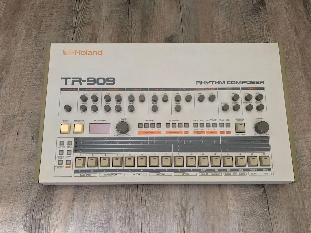 Se vinde drum machine-ul TR 909 deținut de Daft Punk acum vreo 20 de ani!