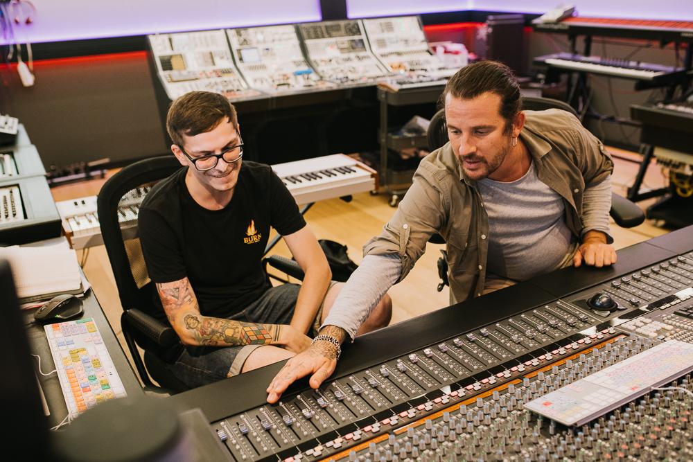 Interviu JUST2: ce are România și n-a văzut Ibiza, prin ochii finalistului BURN Residency